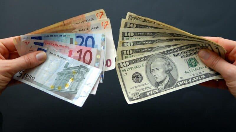 Когда покупать доллар и евро в 2020 году