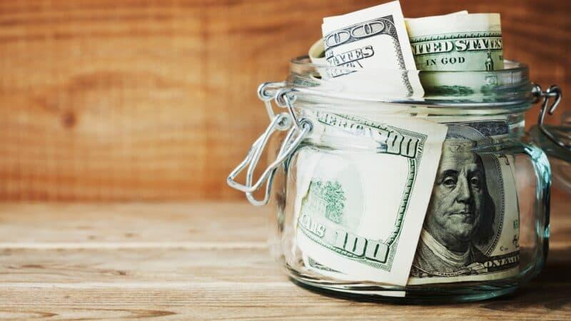 Почему сбережения лучше хранить в долларах и евро