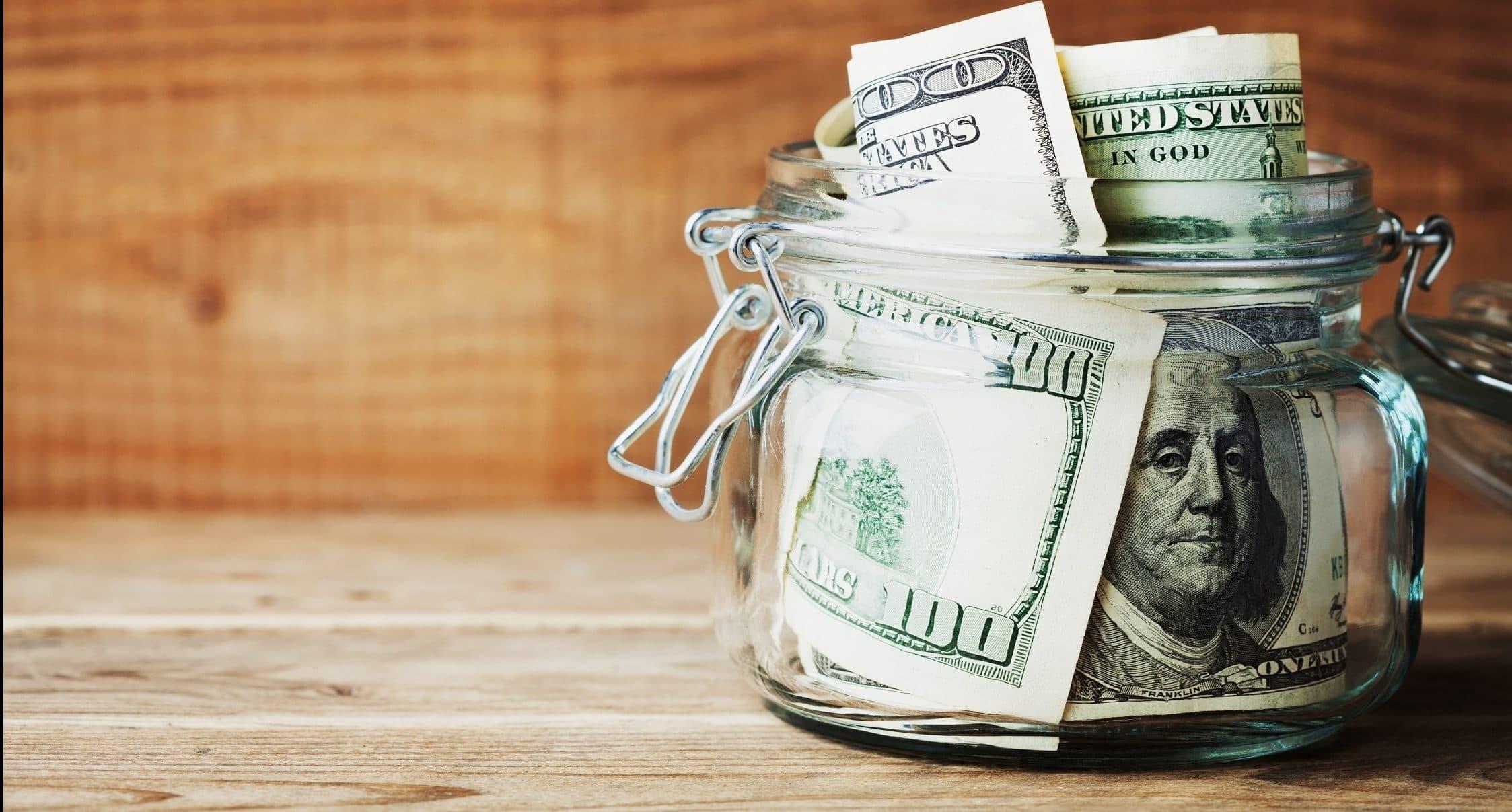 Почему лучше хранить деньги в долларах и евро