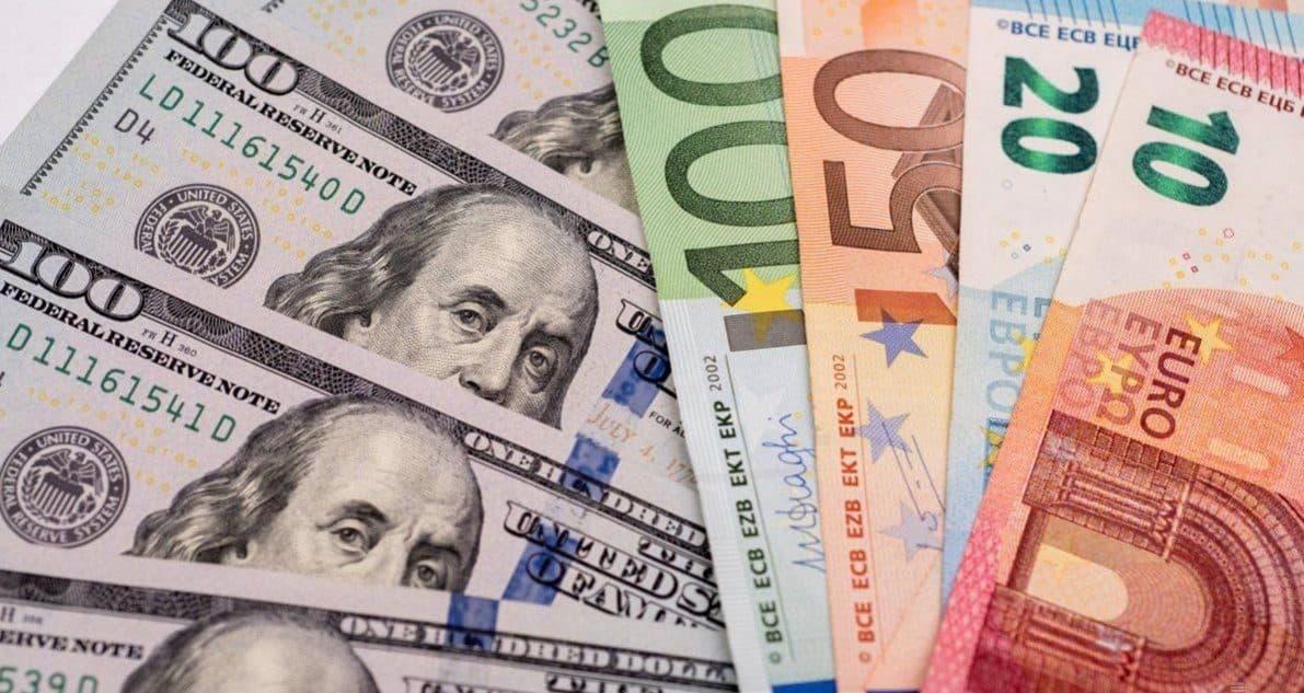 Хранить ли сбережения в долларах и евро