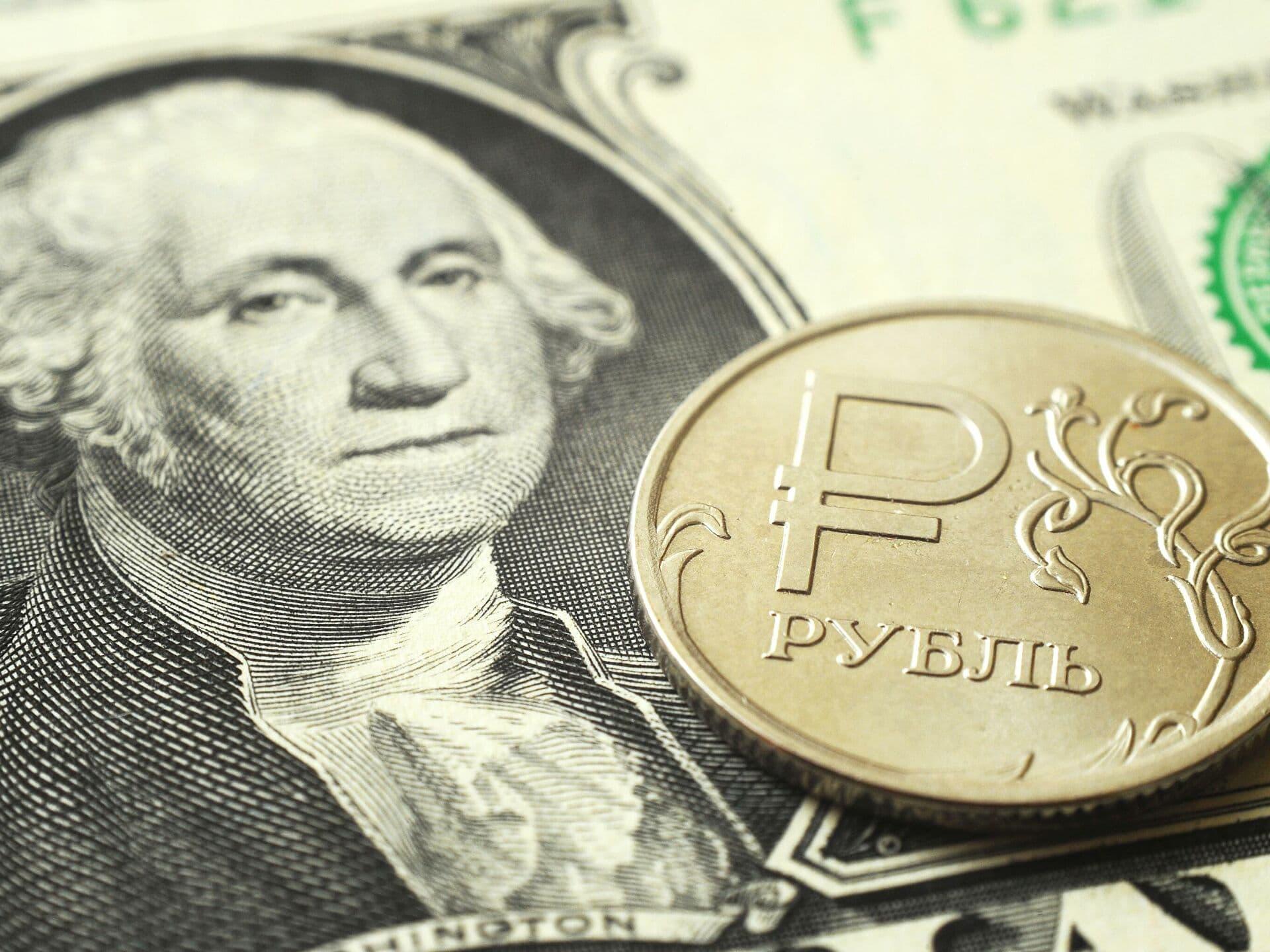Почему хранить деньги в долларах и евро выгодно