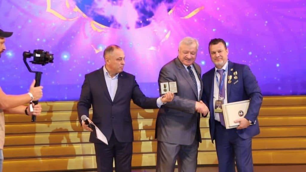 Андрей Ховратов стал первым народным генералом миротворцем