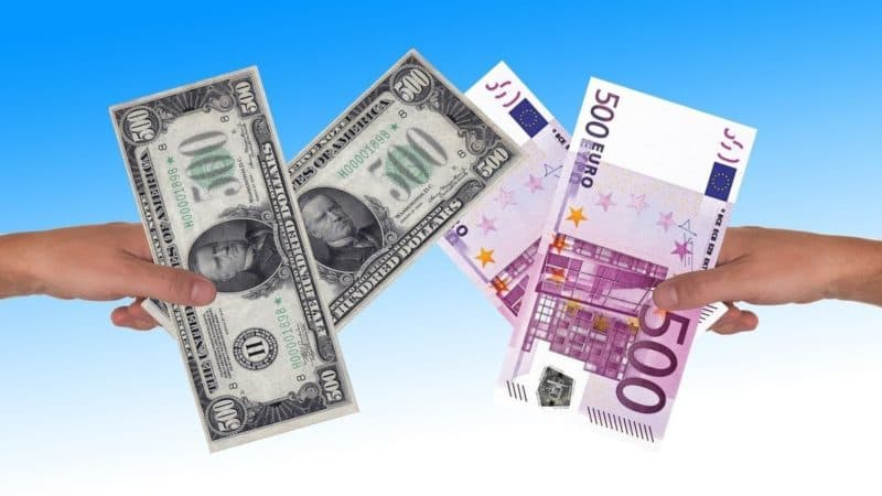 Что купить в 2021 году доллар или евро