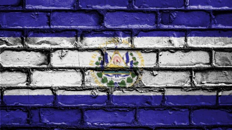 Как Сальвадор находит баланс в отношениях с Биткоином